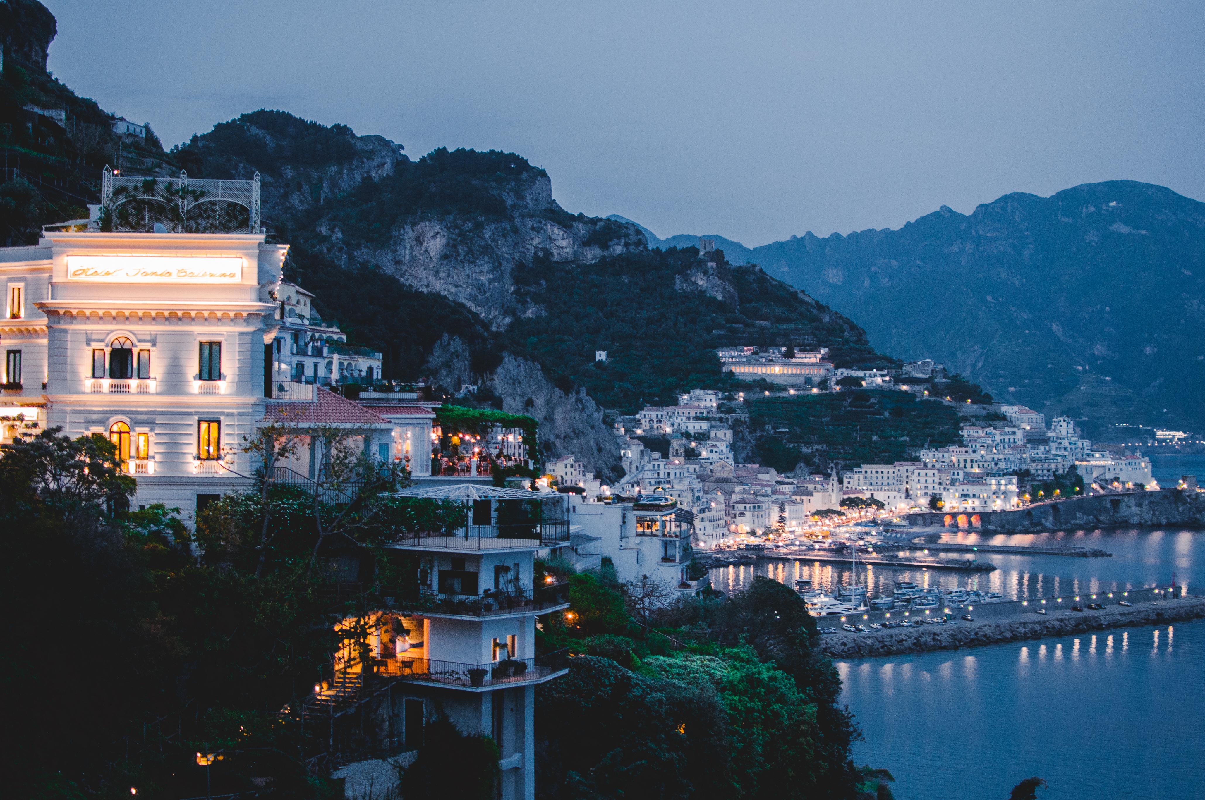 Amalfi Coast by night, Amalfi, Italy, what to see in Italy, Włochy, wakacje, wybrzeże