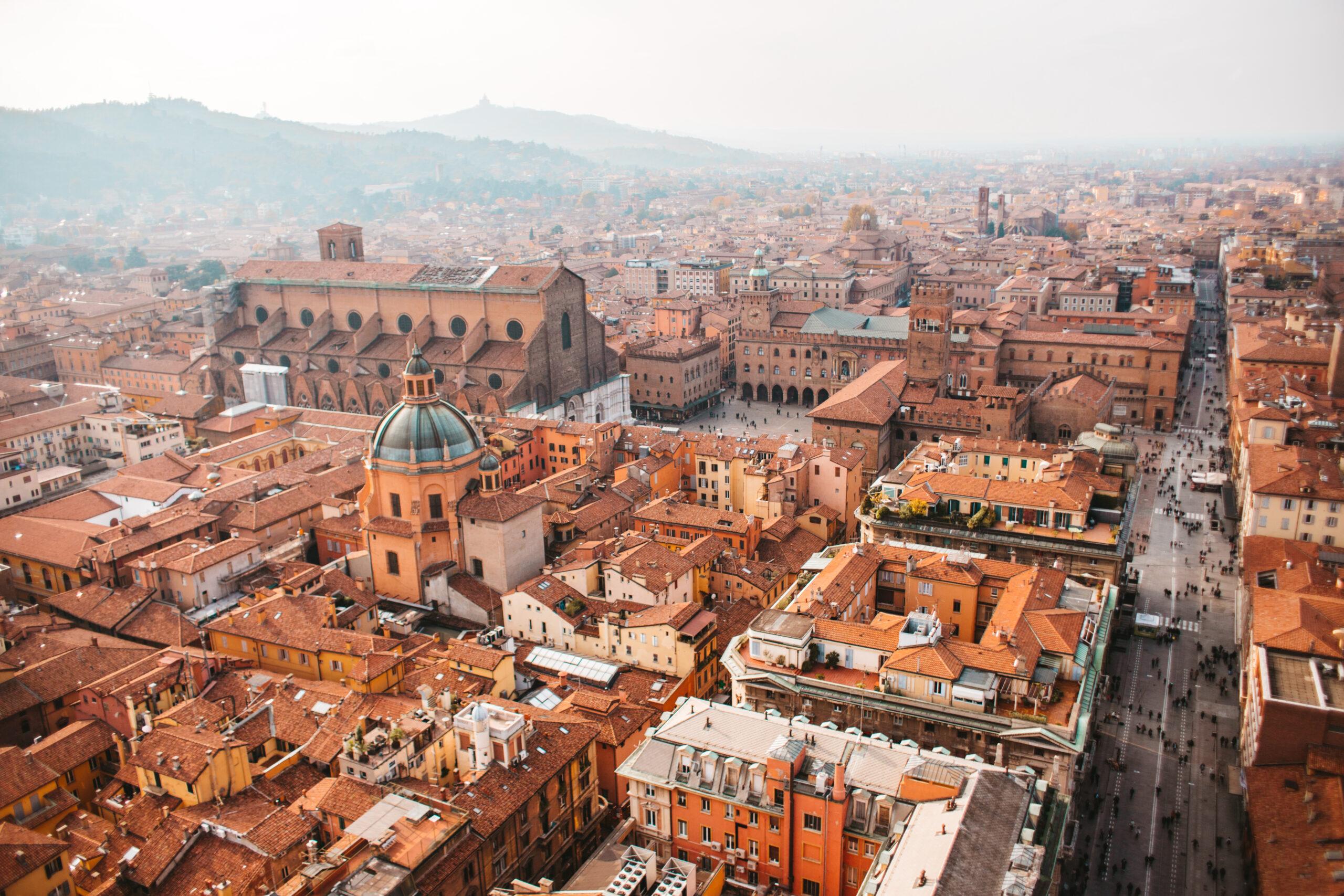 Bolonia Dwie wieże Asinelli Garisenda widok Italy Bologna towers view