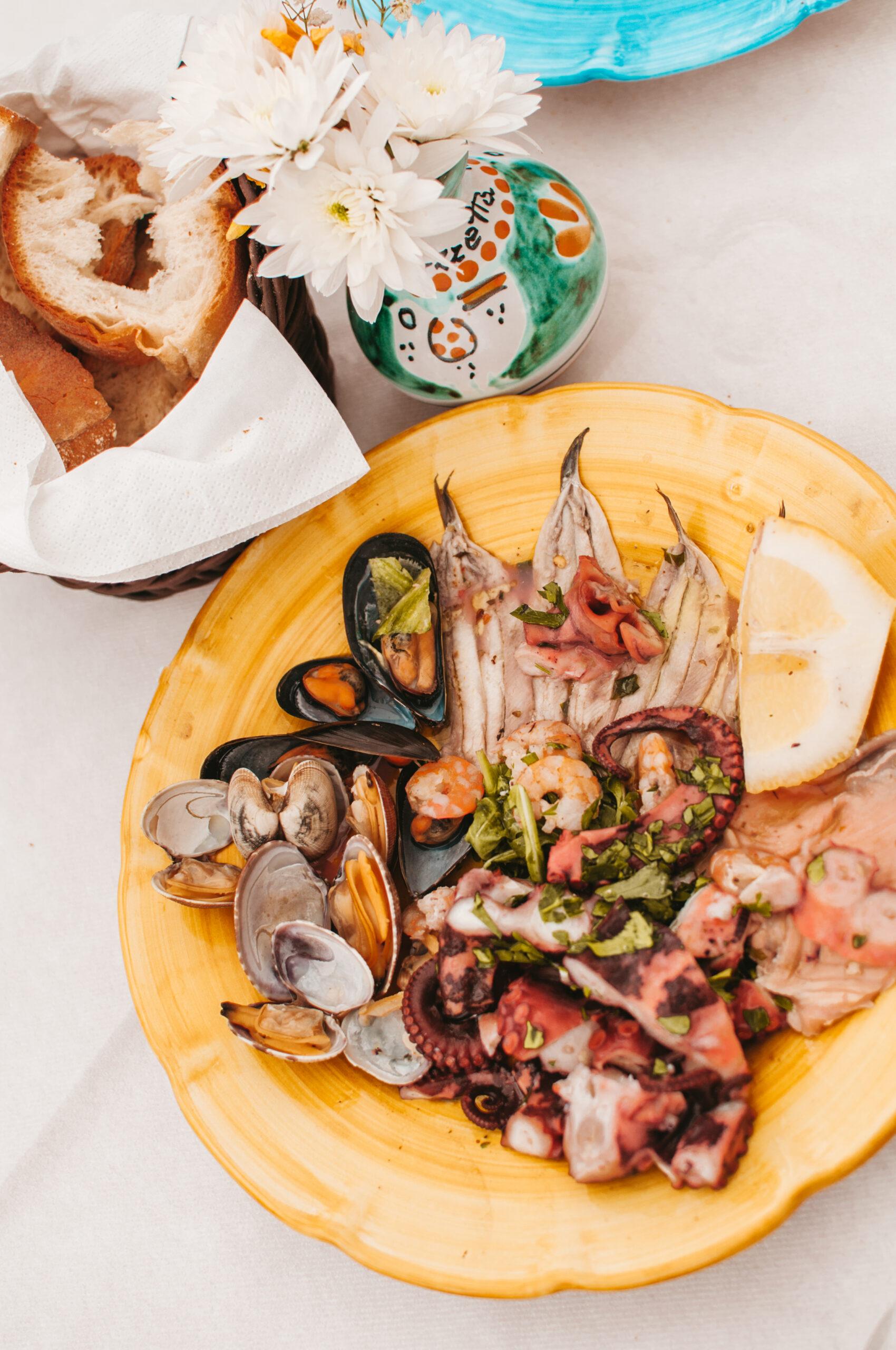 italy what to eat, positano gdzie zjesc, amalfi gdzie zjesc, owoce morza, sałatka, ośmiornice, małże