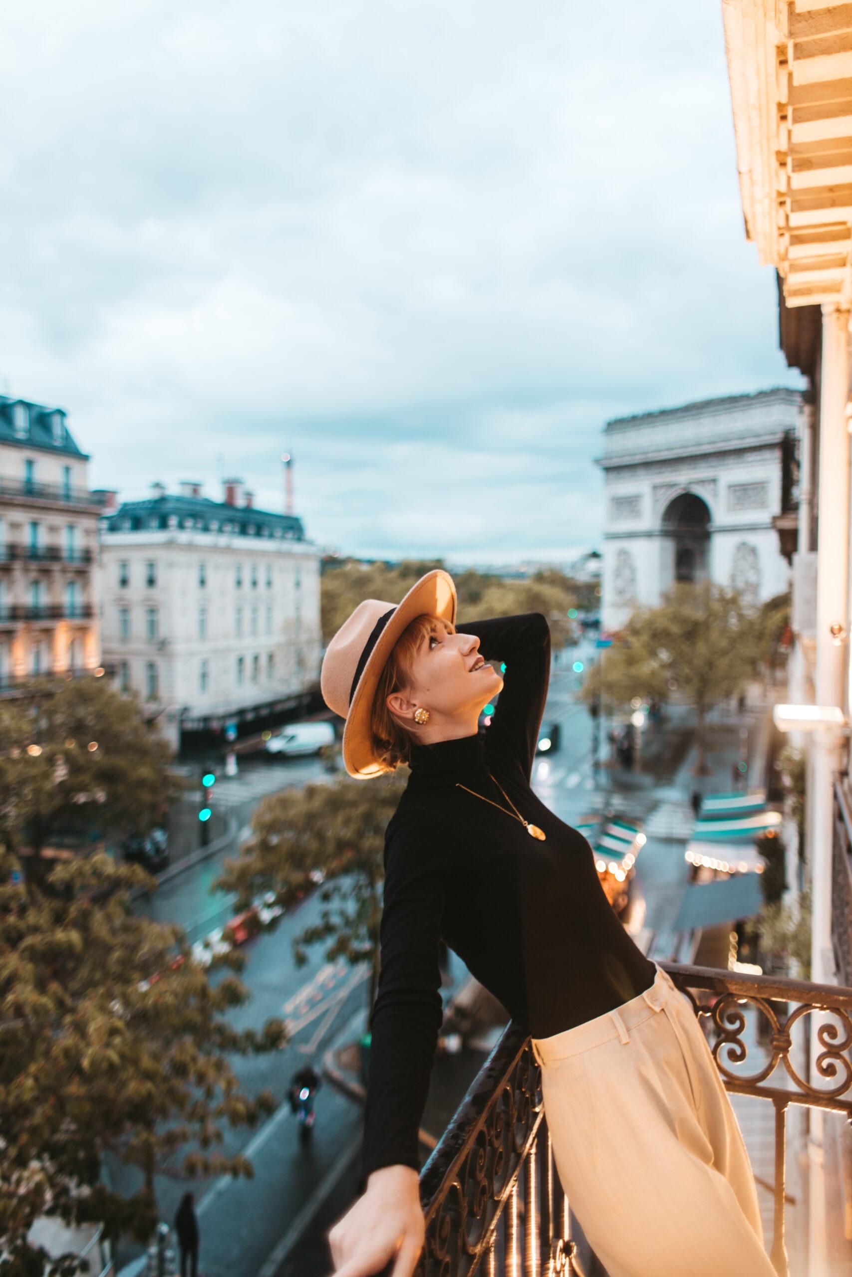 Łuk Triumfalny Paryż, hotel z widokiem na Łuk Triumfalny, hotel Belfast Paris, Paryż hotel, Paryż b&b, Balkon w paryżu z widokiem, paris balcony, nocleg w Paryżu, 17 dzielnica Paryża, 17 arrondissement paris