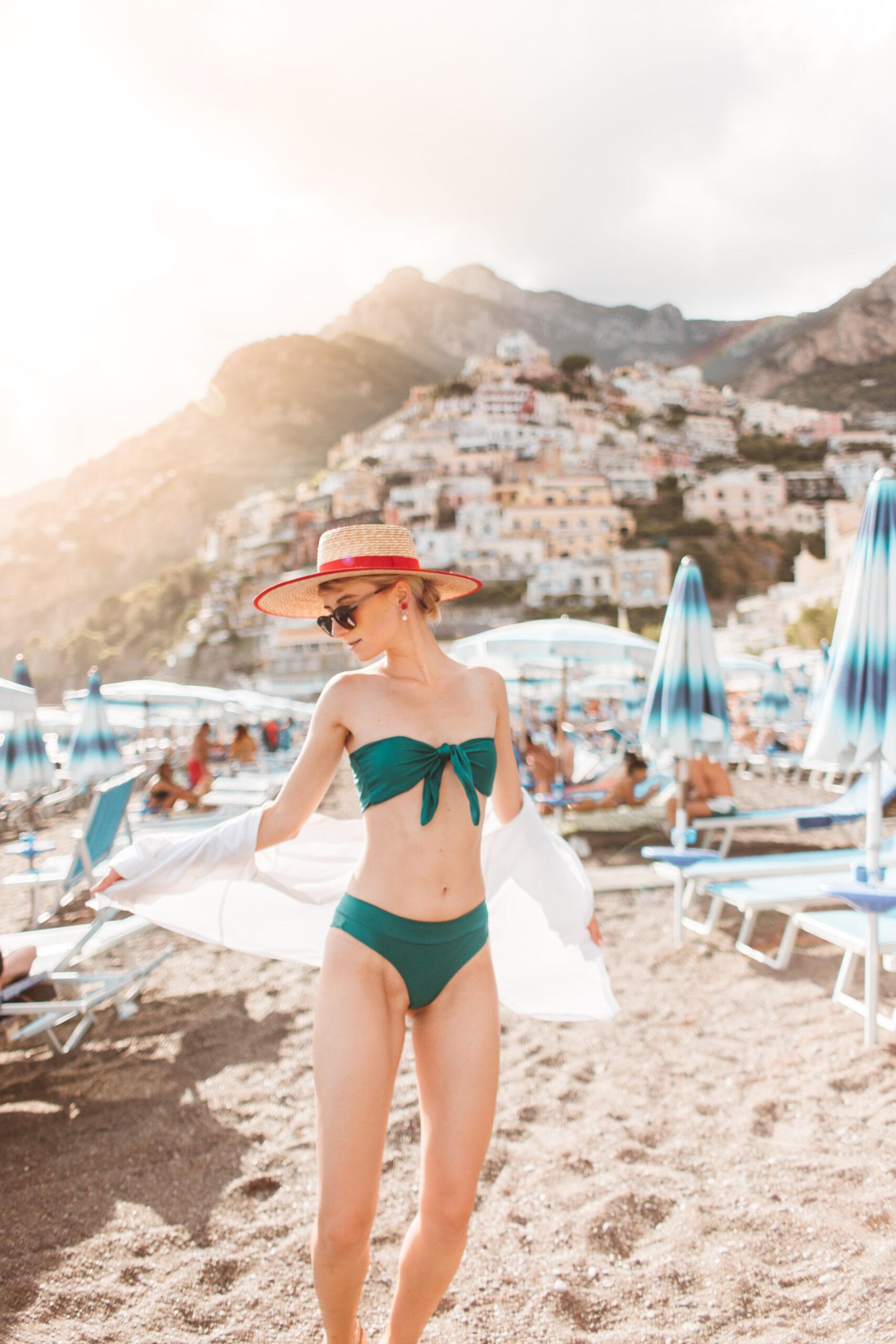 italy best beaches, Wybrzeże Amalfitańskie, Positano beach, positano plaża, spaggia grande, view, girl in hat, blogger, Italy