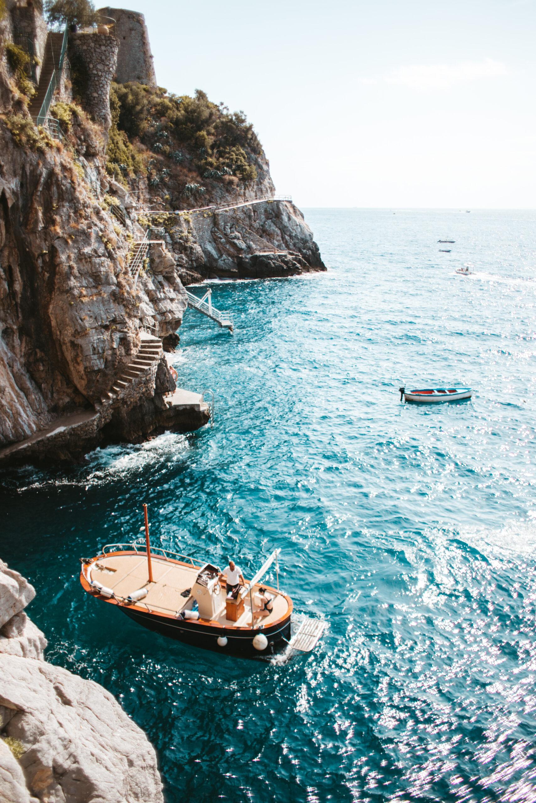 Wybrzeże Amalfi klif, Praiano, Positano, ruiny zamku, łódka, jaskinia, motorówka