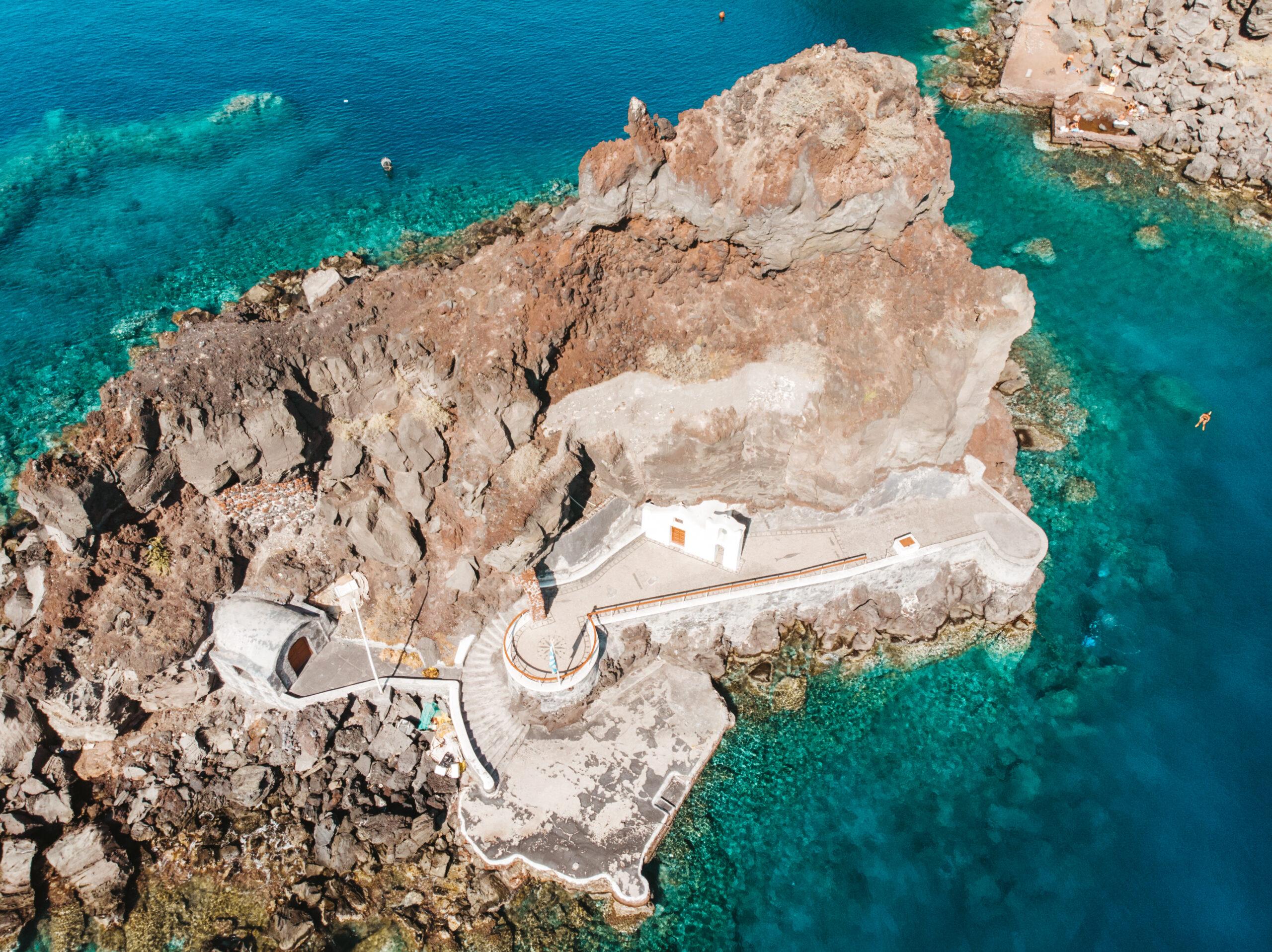 Co zobaczyć w Oia Agios Nikolaos o Peramataris, Ammoudi bay, wyspa, wysepka Ammoudi