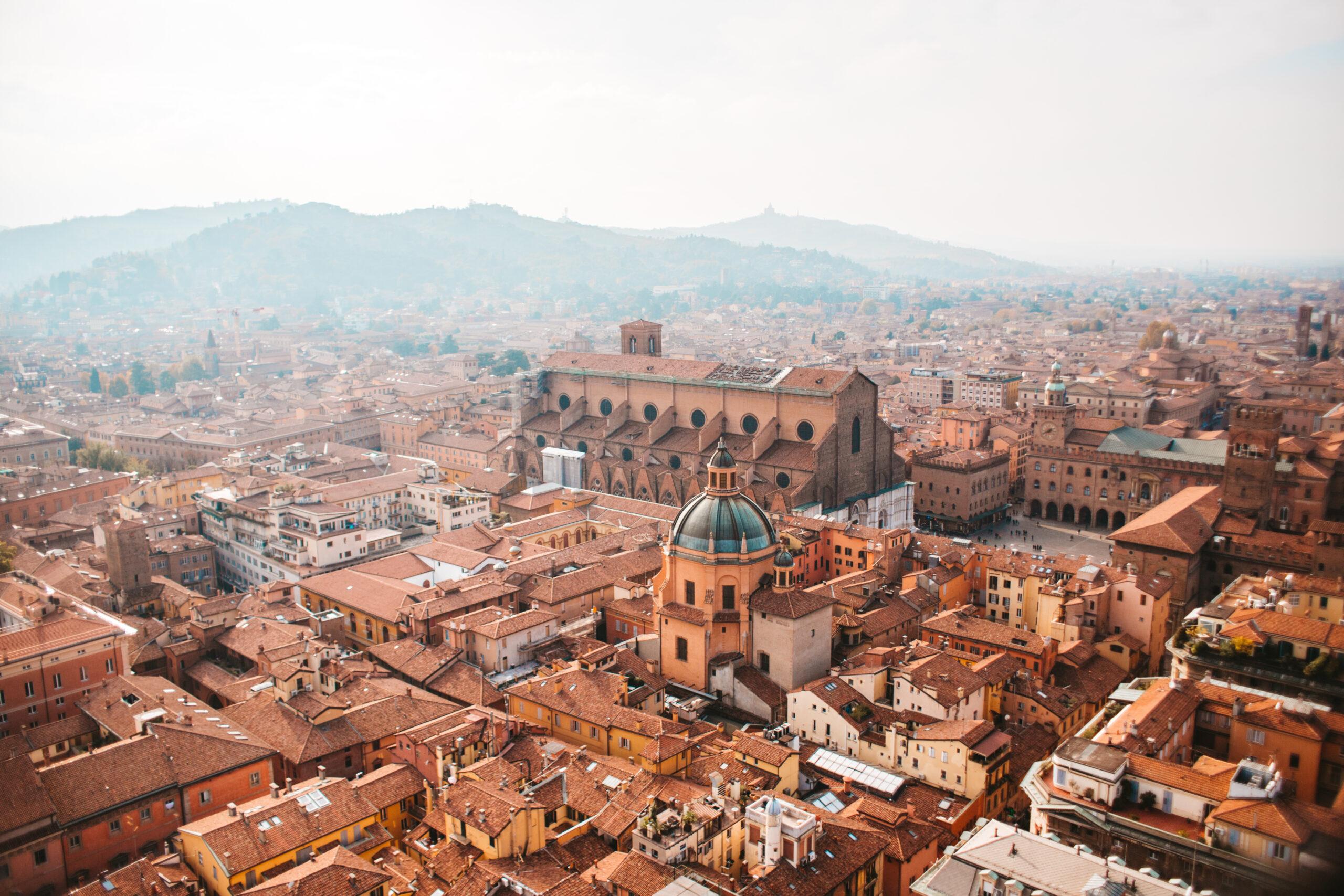 Panorama Bolonii Włochy Le due torri co zobaczyć w Bolonii widok Bologna