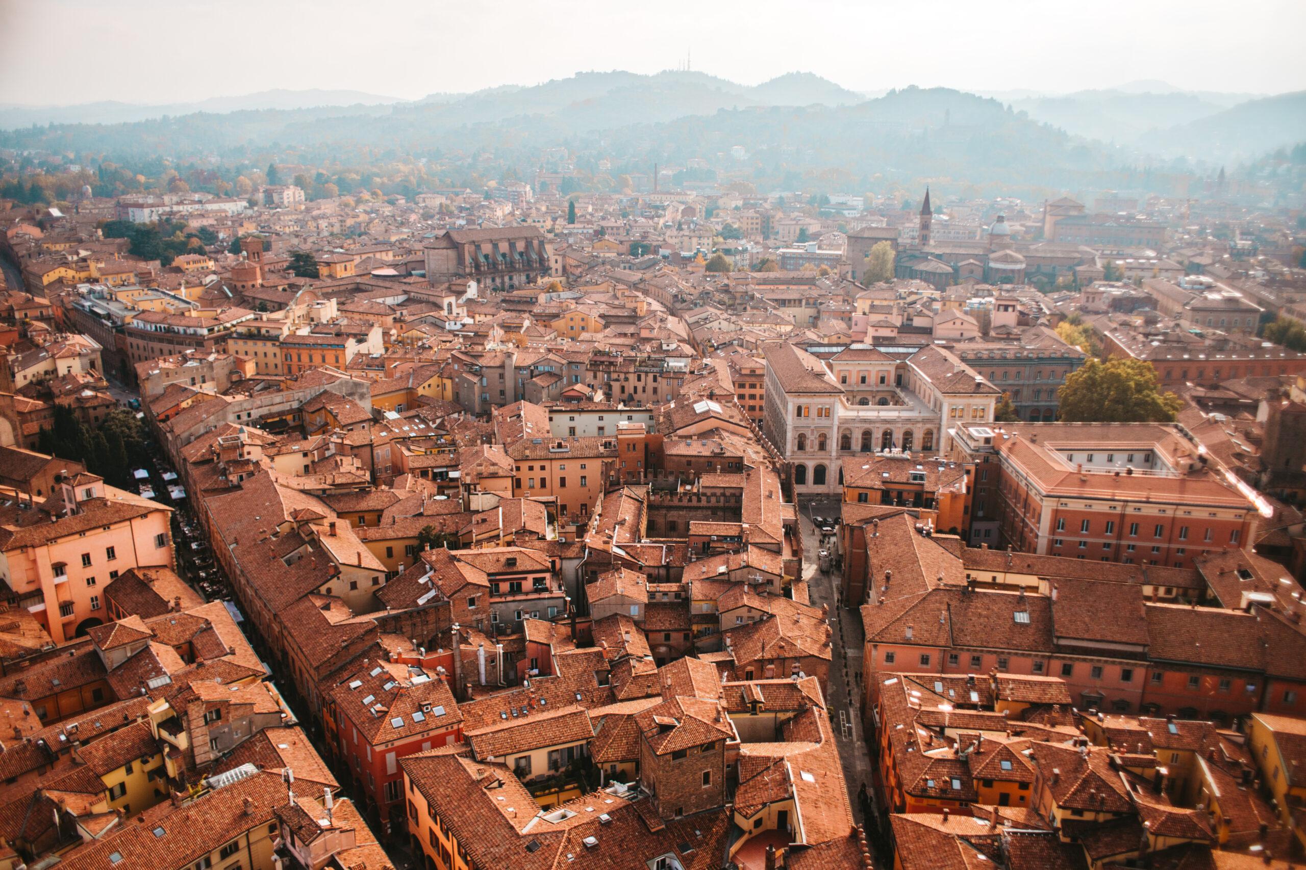 Bolonia atrakcje co zobaczyć la rossa Bologna Italy due torri dwie wieże w Bolonii