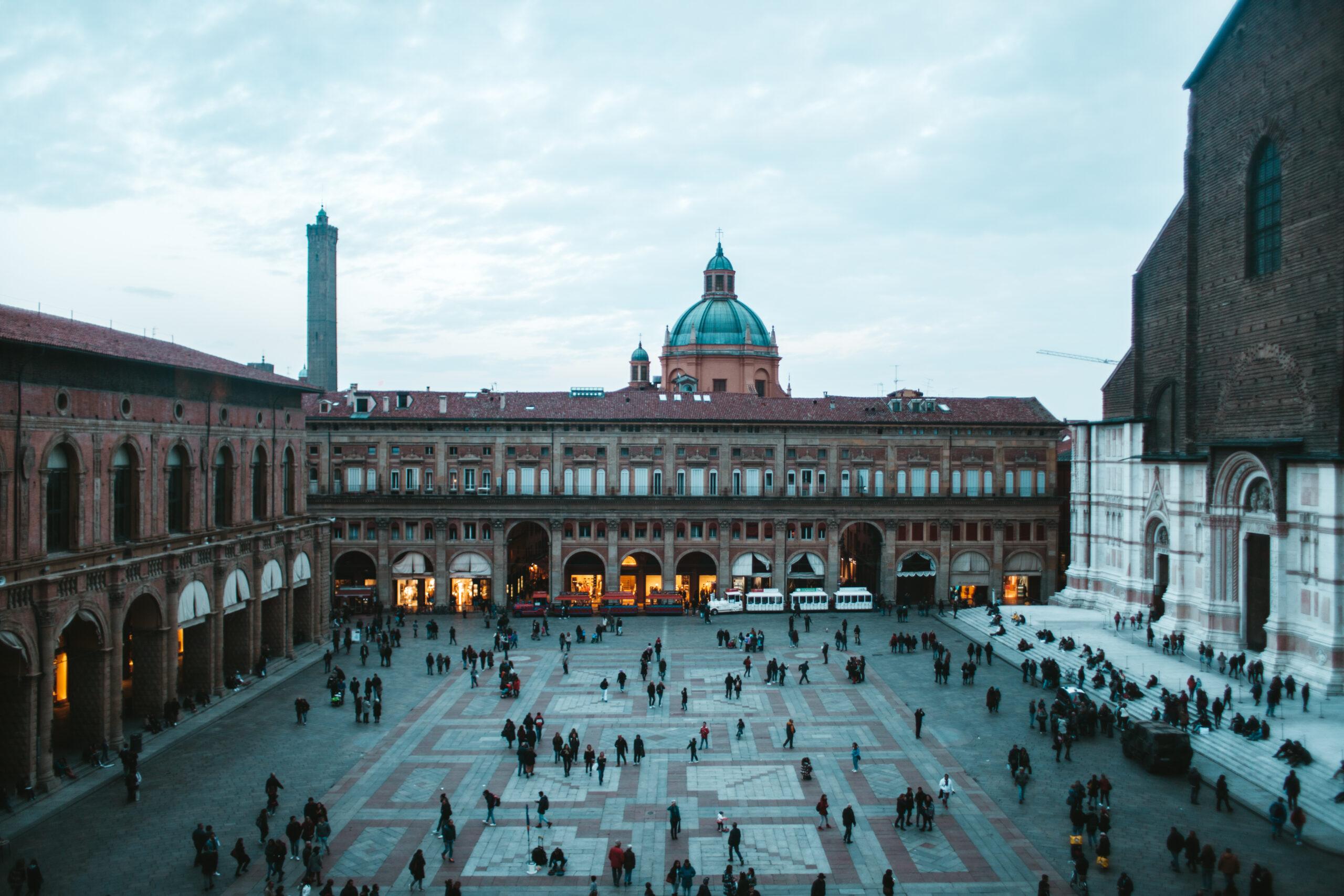 Piazza Maggiore widok Palazzo d'Accursio Sala Farnese Bologna Bolonia
