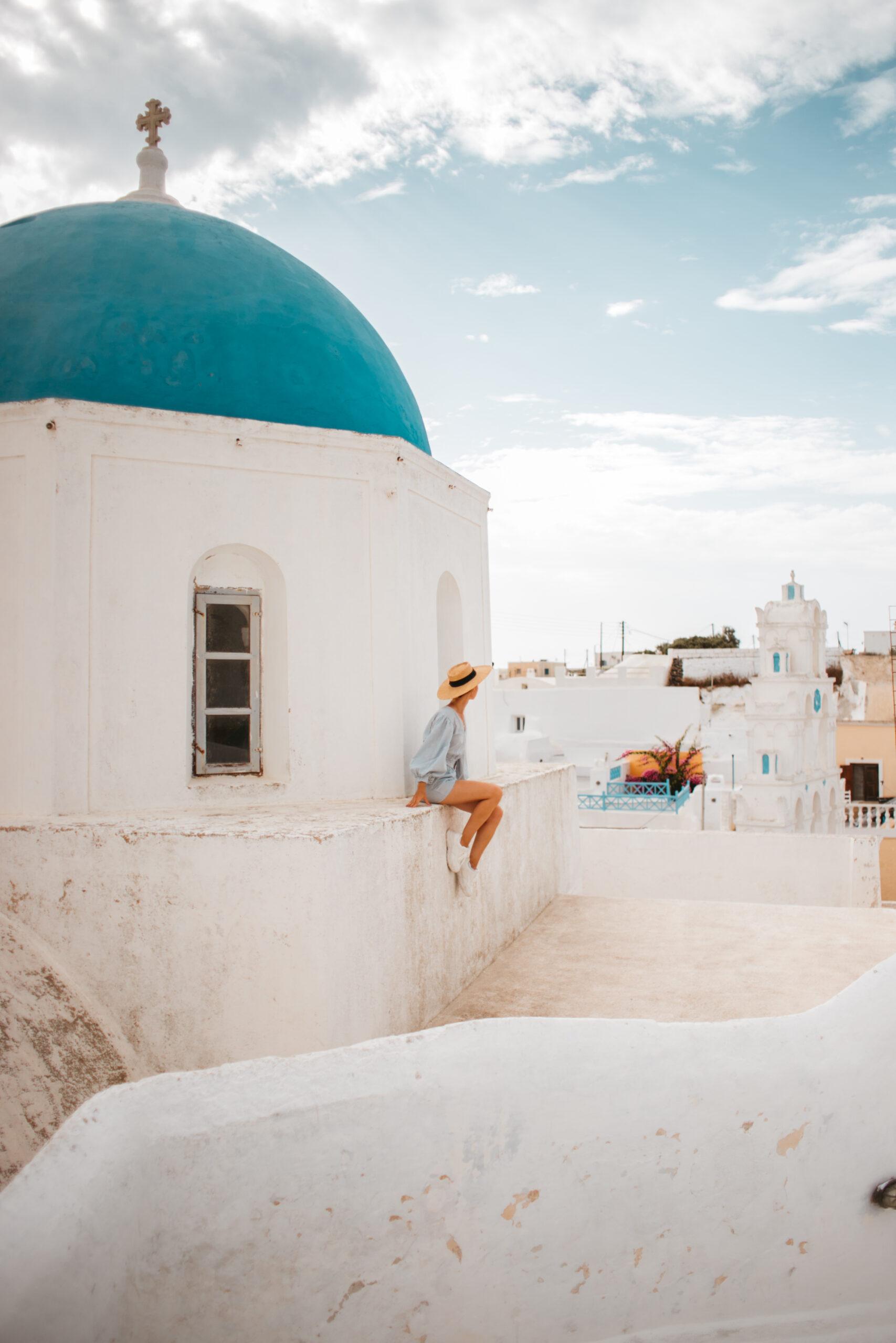 Santorini Megalochori blue dome, Grecja blog podrozniczy, atrakcje Santorini co zobaczyć