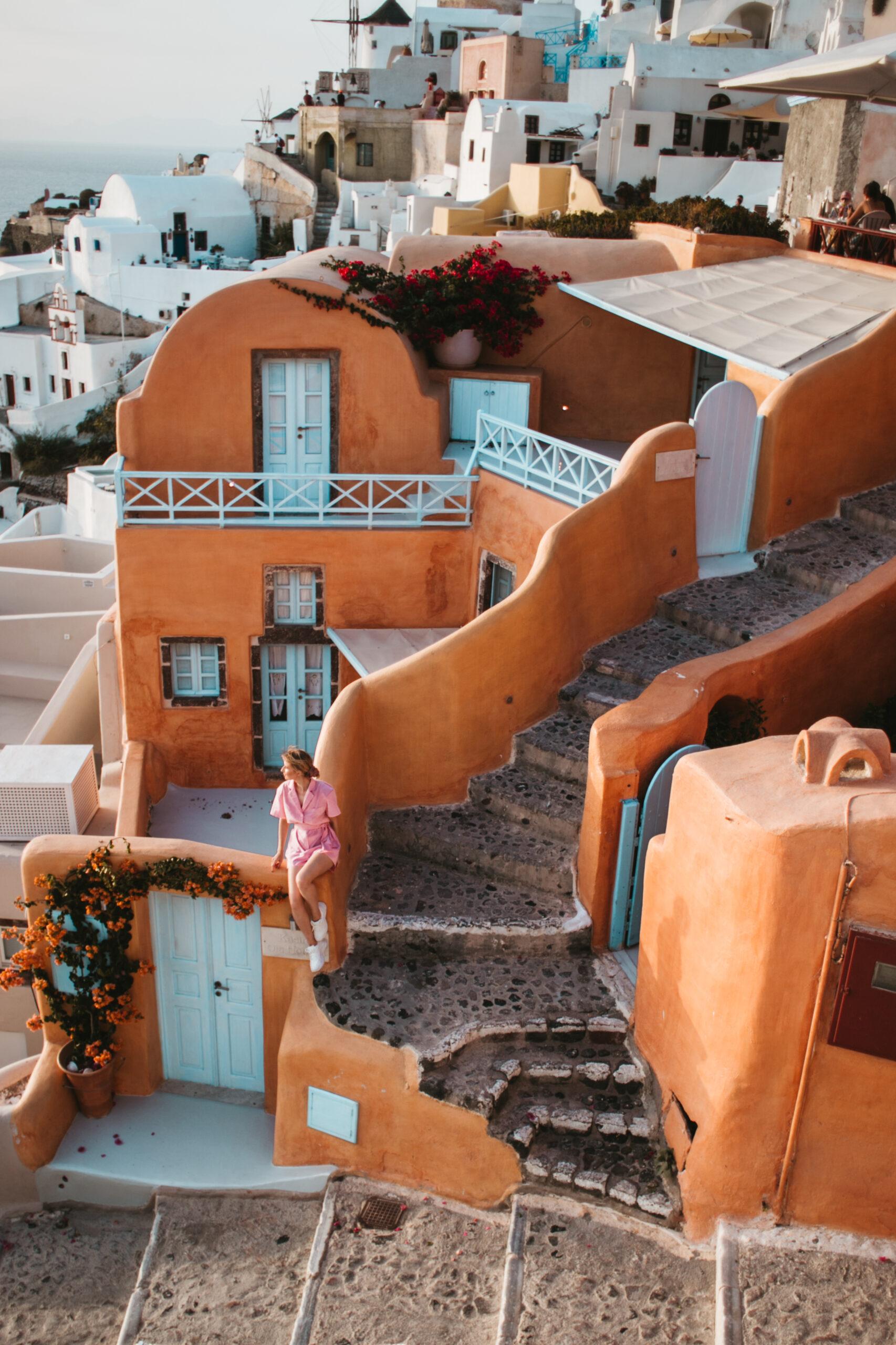 Santorini wakacje Kastro Oia hotel co zobaczyć zachód słońca Oia