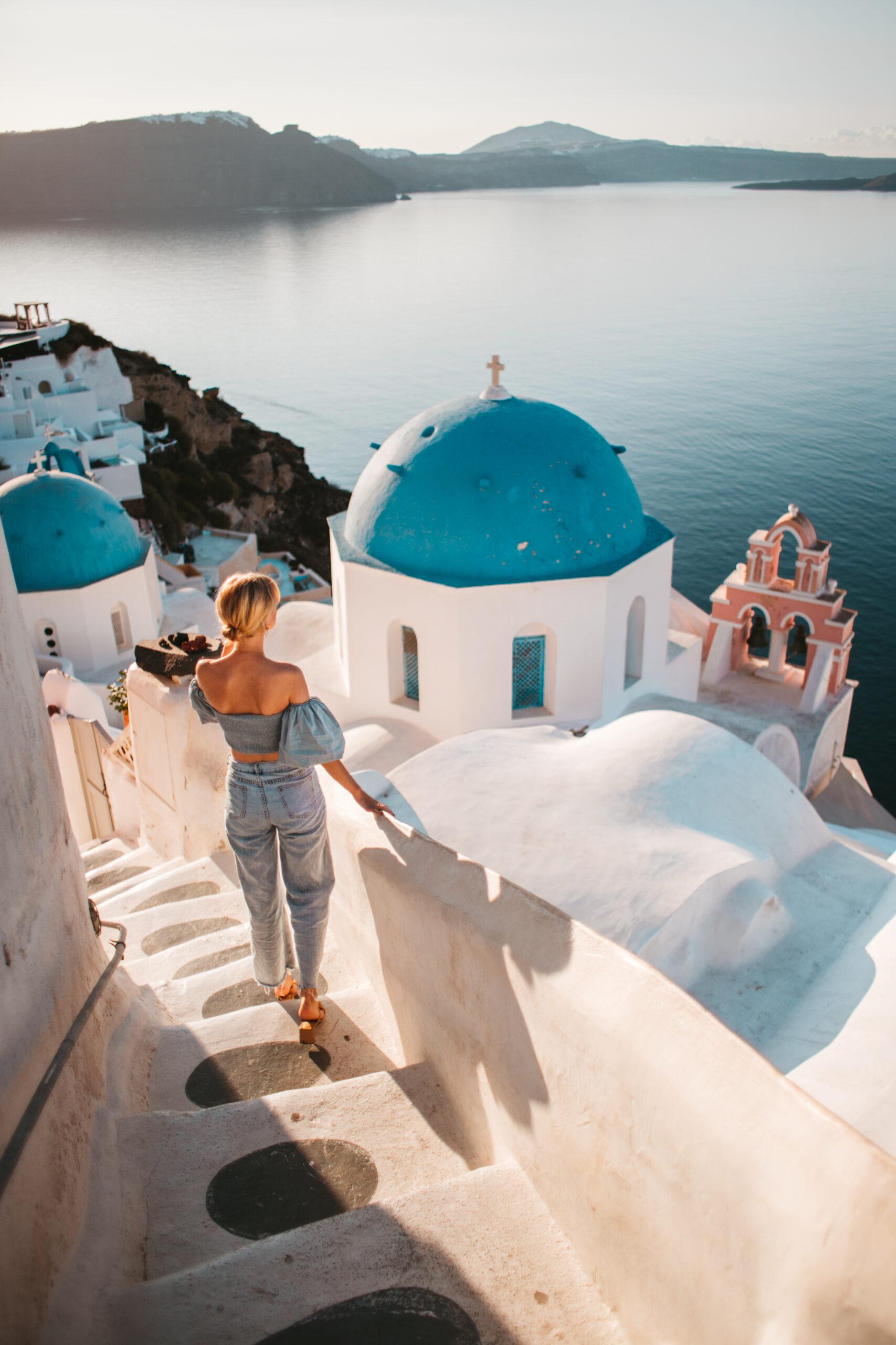Most instagrammable places in Oia Santorini, Oia co zobaczyć, Saint Spyridon Church