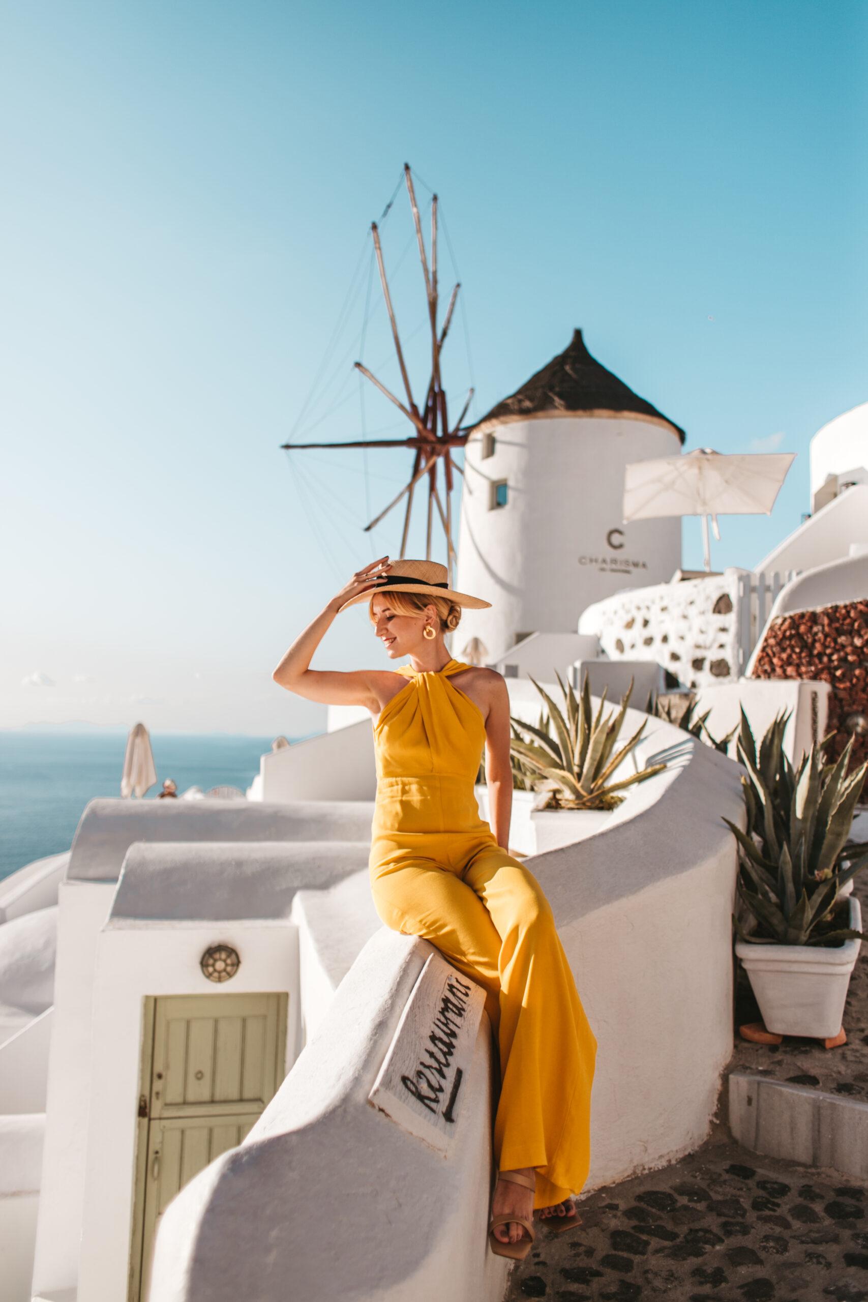Santorini Oia windmill Greece, Grecja wiatraki Santorini Oia, blogerka modowa, blog podróżniczy