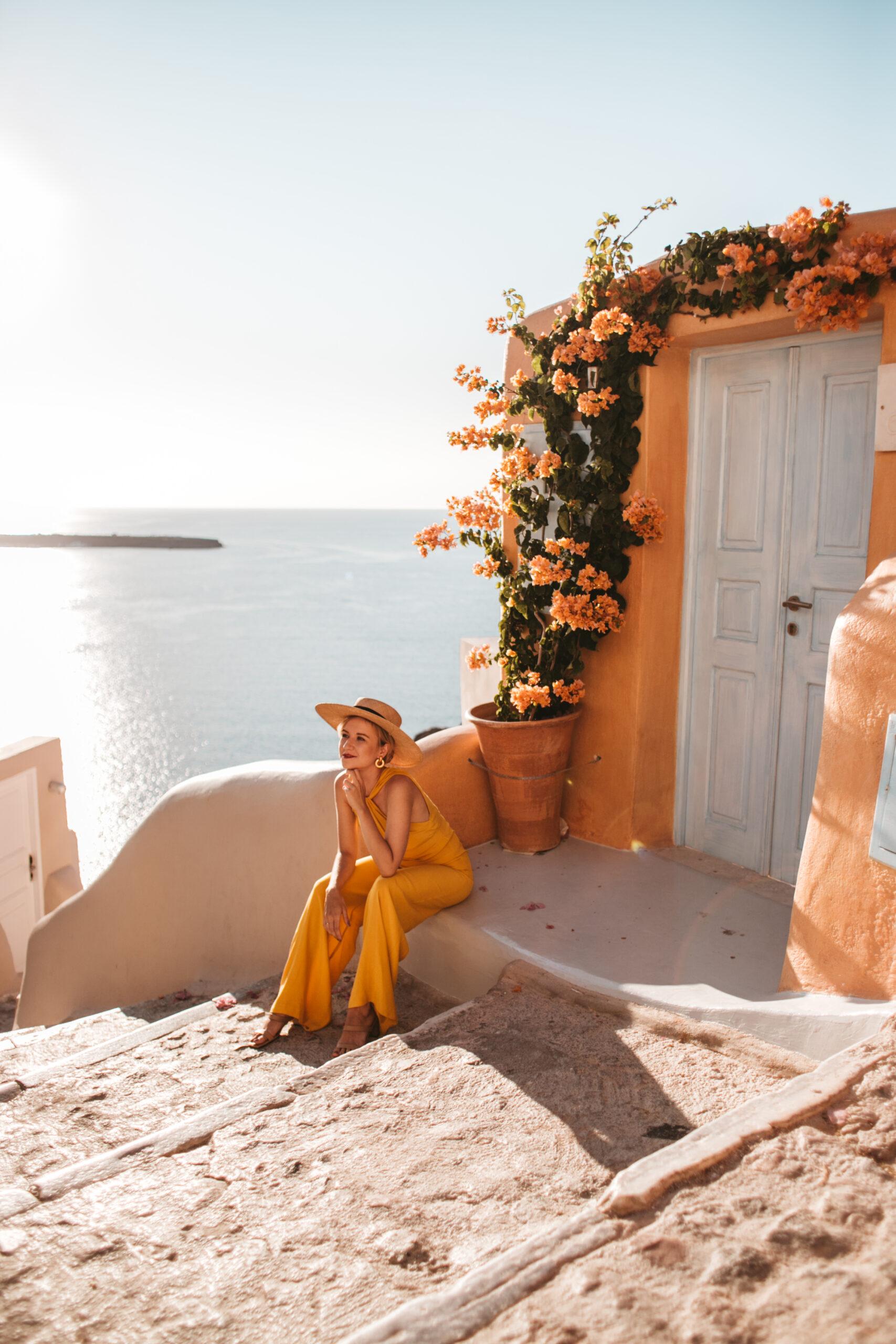 Kastro hotel Santorini Oia, domki w Oia, uliczki Oia, wczasy Oia, wycieczka do Santorini