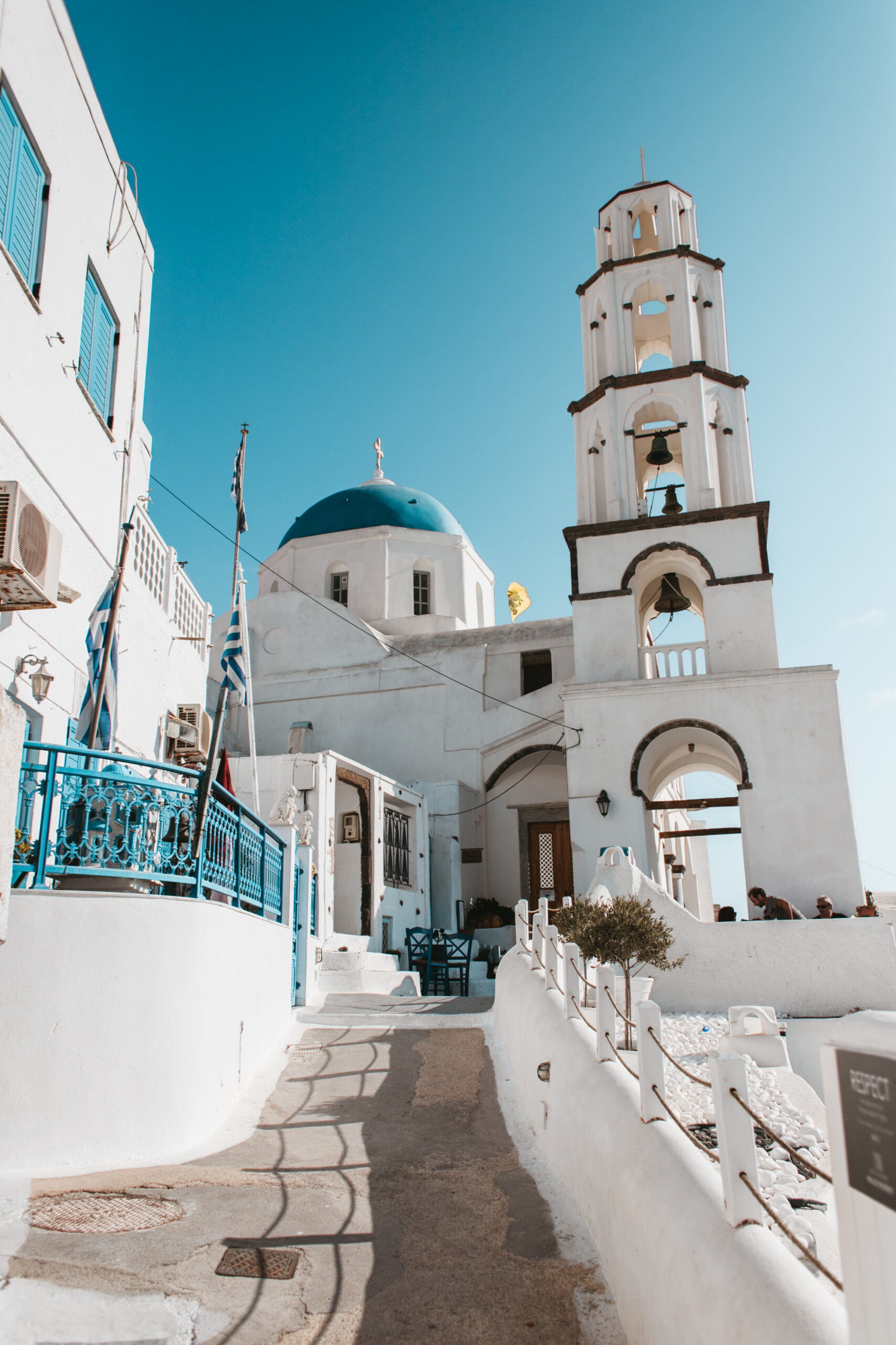 Pyrgos Santorini kosciol dzwonnica niebieska kopula Grecja