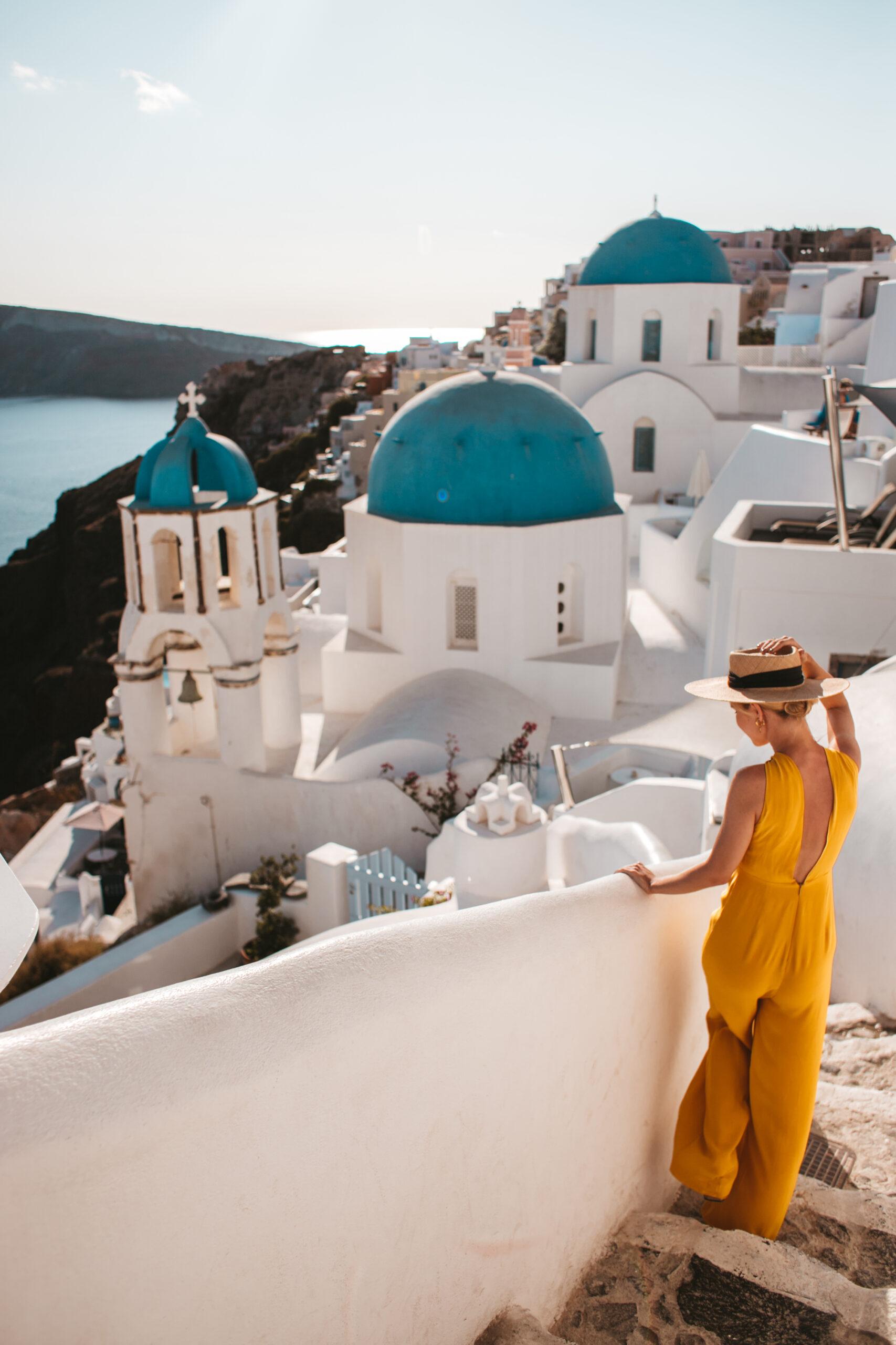 Blue dome Oia Santorini, blogerka podróżnicza, blog Santorini co zobaczyć, niebieskie kopuły
