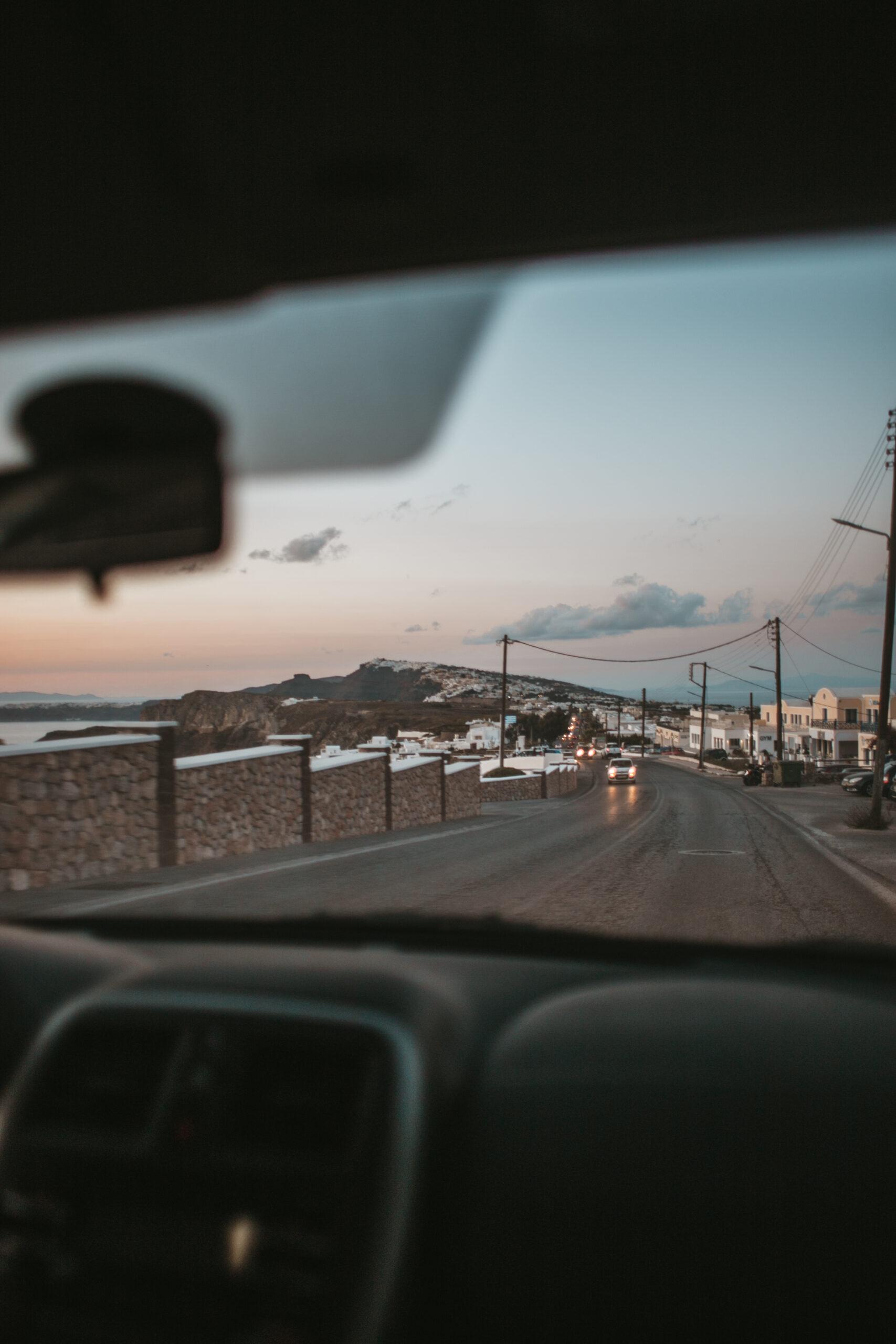 Santorini car rental, Santorini road, wynajem samochodu Santorini, gdzie wynająć samochód na Santorini