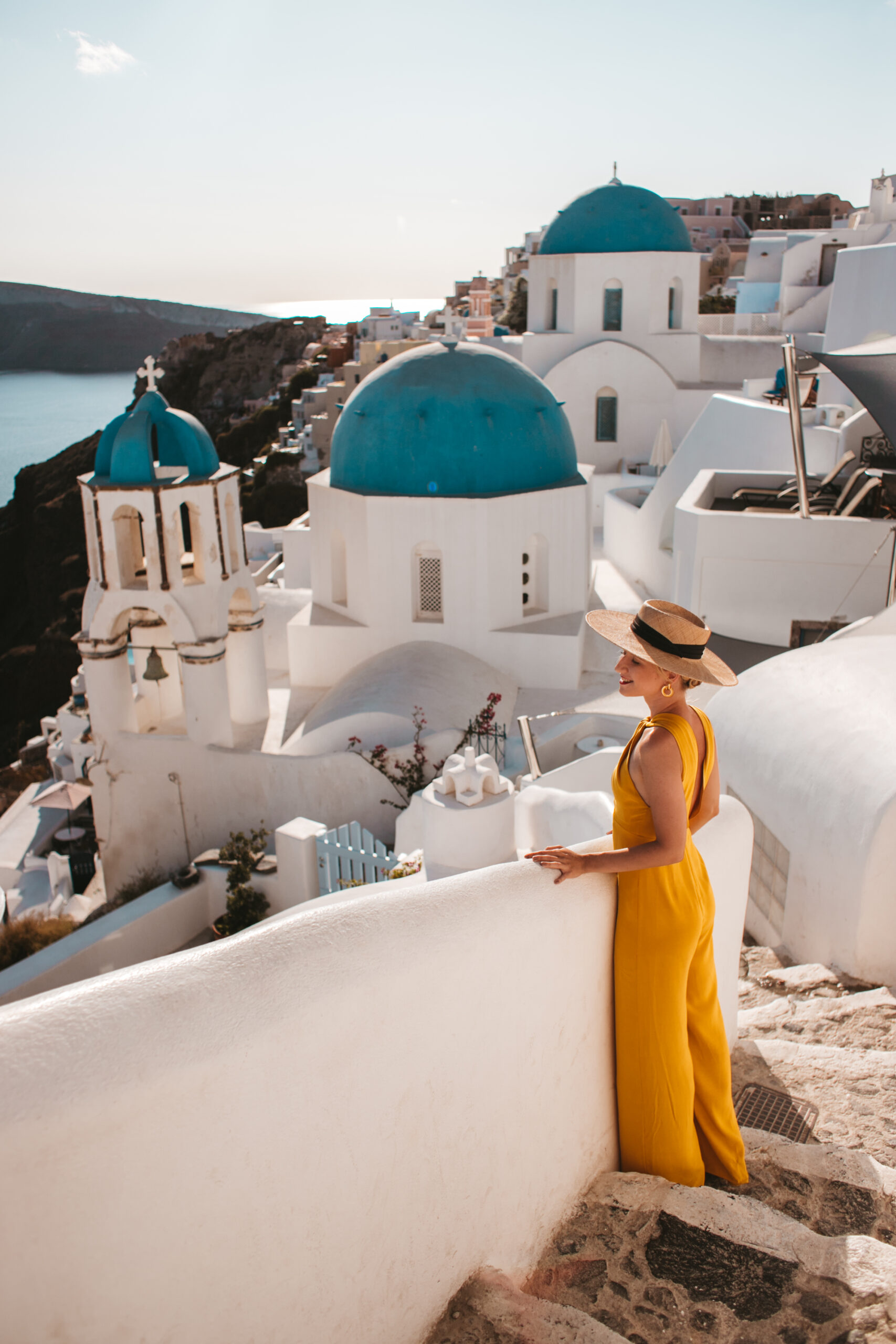 Santorini Oia blue dome church, cerkiew Oia, streets of Oia, most instagrammable places Santorini